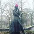 ER statue w: pink hat
